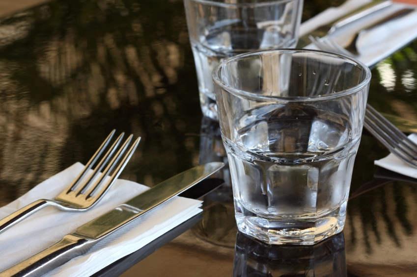 image of water glass on dining table
